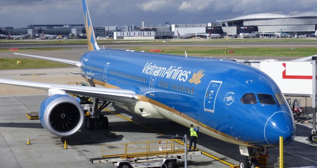 Flight in Vietnam Airlines Boeing 787 Dreamliner 1
